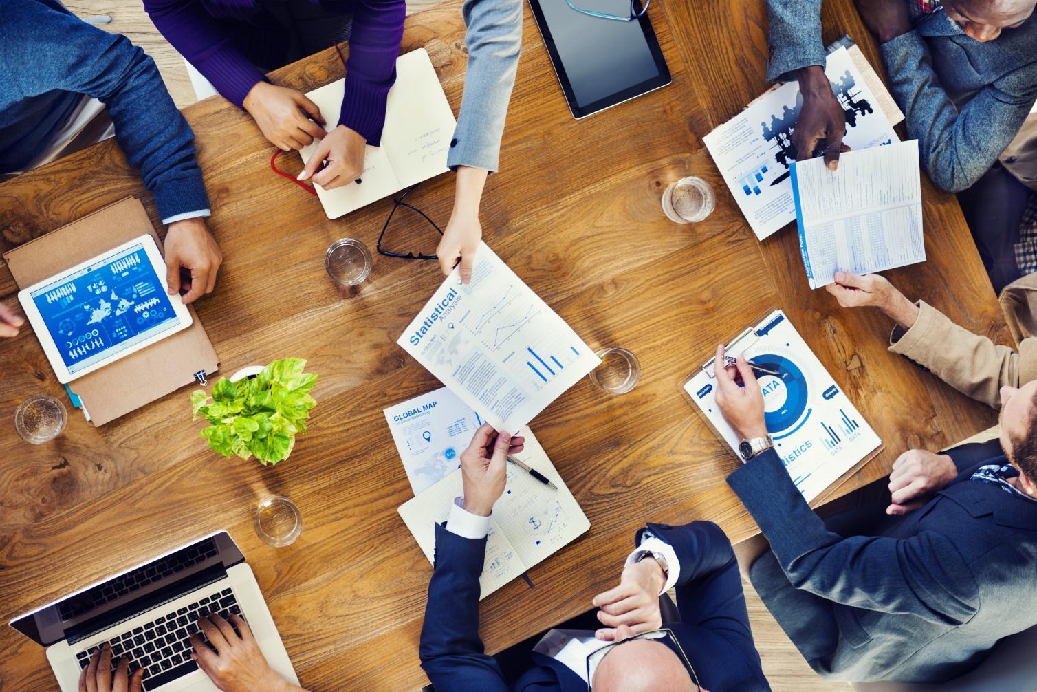 Ejecutivos evalúan desempeño de su empresa